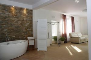 Łazienka w obiekcie Hotel Ambasada