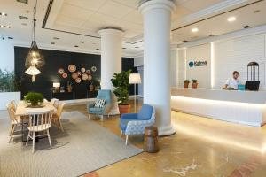 The lobby or reception area at Kalma Sitges Hotel