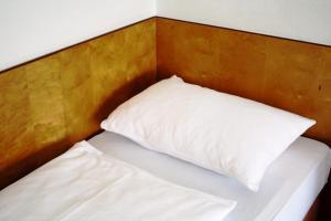 A bed or beds in a room at Hotel Ekazent Schönbrunn