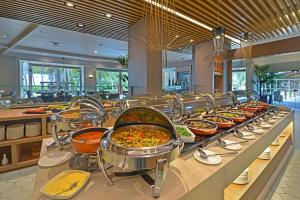 Ein Restaurant oder anderes Speiselokal in der Unterkunft Hotel Deville Prime Salvador