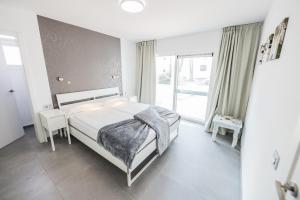 Een bed of bedden in een kamer bij Bahia Calma Beach