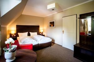 A bed or beds in a room at Parkhotel Meppen An der Freilichtbühne