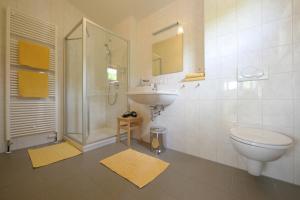 Ein Badezimmer in der Unterkunft Alb Lodge