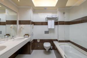 Et bad på La Marquise Luxury Resort Complex