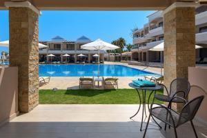 Basen w obiekcie La Marquise Luxury Resort Complex lub w pobliżu
