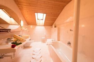 A bathroom at Villa Rier