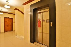 Um banheiro em قصر اليمامة للاجنحة الفندقية-الهلال الاحمر