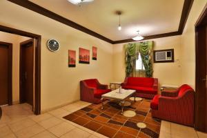 Uma área de estar em قصر اليمامة للاجنحة الفندقية-الهلال الاحمر