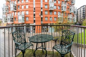 A balcony or terrace at NEW Fantastic Modern 1 Bedroom Flat Holloway Road