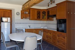 A kitchen or kitchenette at Etang Lassalle
