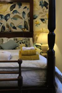 A bed or beds in a room at Bank House B and B