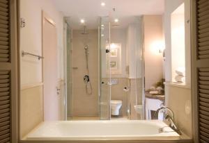 Een badkamer bij Old Palace Resort Sahl Hasheesh