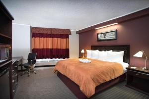 A bed or beds in a room at Coliseum Inn