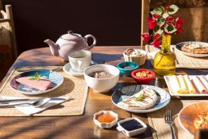 Opções de café da manhã disponíveis para hóspedes em Pousada Maya