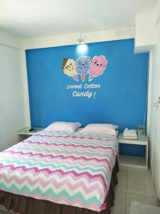 A bed or beds in a room at Sahabat Backpacker 2 Matabean