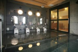A bathroom at Hotel Route-Inn Tokuyama Ekimae