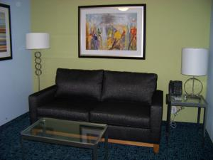 A seating area at Holiday Inn Express Hotel & Suites Rock Springs Green River, an IHG Hotel