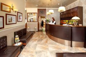 Vestibiulis arba registratūra apgyvendinimo įstaigoje Hotel Amber Design