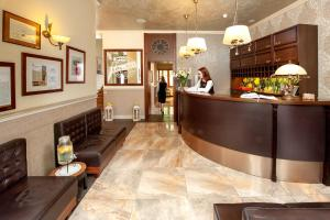 The lobby or reception area at Hotel Amber