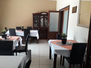 A restaurant or other place to eat at Ikaze Guest House