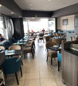 Restaurant ou autre lieu de restauration dans l'établissement Hôtel Le Rupella