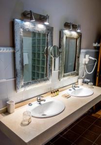 Un baño de Hotel Sindhura