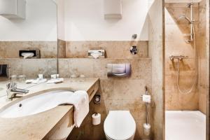 Ванная комната в BURNS Apartments