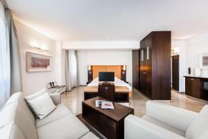 Гостиная зона в BURNS Apartments