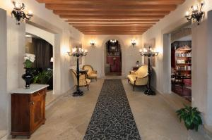 The lobby or reception area at Hotel Angelo d'Oro