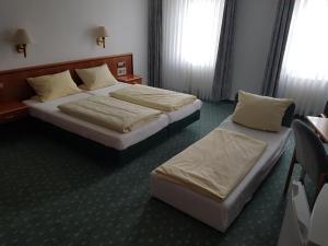 Ein Bett oder Betten in einem Zimmer der Unterkunft Hotel Gallmersgarten