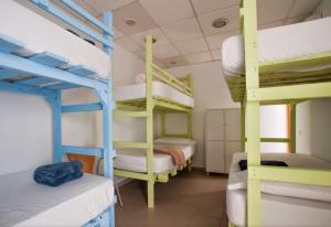 A bunk bed or bunk beds in a room at Pura Vida Las Palmas