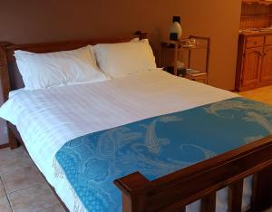 A bed or beds in a room at Theme Park Getaway