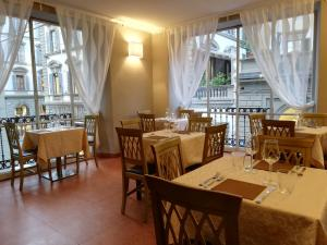 A restaurant or other place to eat at Hotel Medici
