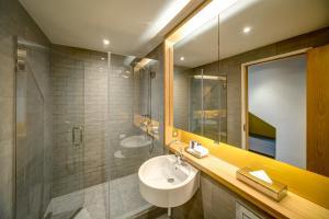A bathroom at Apex City of Glasgow Hotel