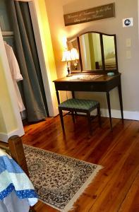 A bed or beds in a room at Scranton Seahorse Inn