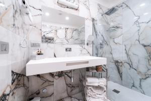 A bathroom at Hotel Milano Castello