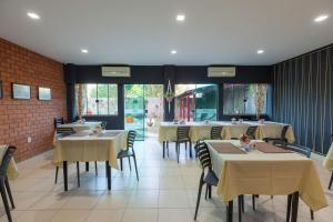 A restaurant or other place to eat at Amazônia Palace Hotel