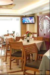A restaurant or other place to eat at Hotel Dubai Suites