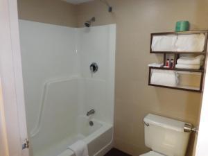 A bathroom at Howard Johnson by Wyndham Suffern
