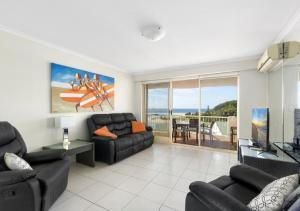A seating area at The Hill Apartments Currumbin Beach