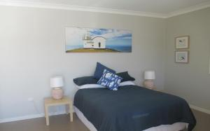 A bed or beds in a room at HIBBARD HAVEN