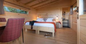 Un ou plusieurs lits dans un hébergement de l'établissement Les Cabanes Dans Les Bois