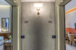 A bathroom at Hotel Martis Palace