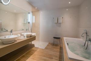 A bathroom at Best Western Plus Kurhotel an der Obermaintherme