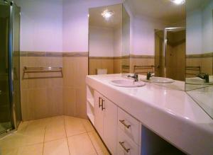 A bathroom at Boardwalk Apartment 6