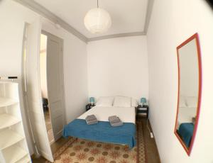 A bed or beds in a room at Apartments Gaudi Barcelona