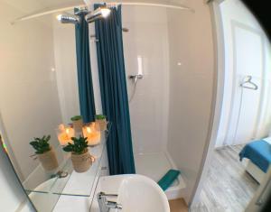 A bathroom at Apartments Gaudi Barcelona