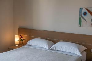 A bed or beds in a room at Phi Hotel Alcione