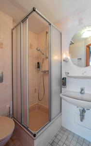 A bathroom at Mühlenthalers Park Hotel