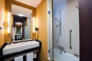 Un baño de SOMMOS Hotel Aneto